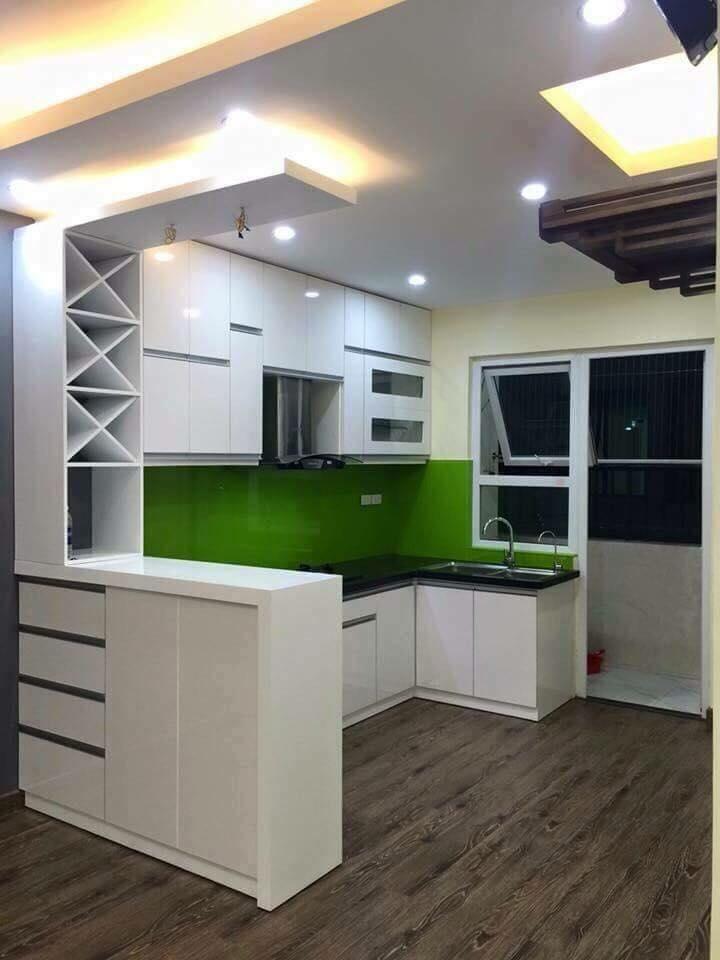 Tủ bếp Melamine màu trắng của gia đình anh chị sua khi thi công.