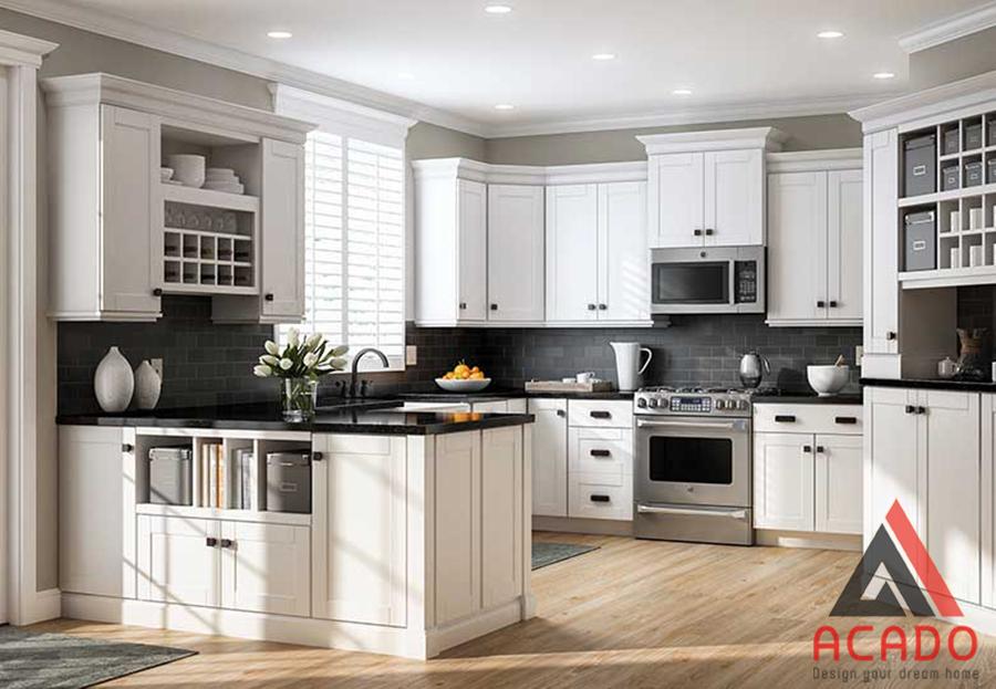 Tủ bếp hình chữ U phong cách Châu Âu đón sáng vào nhà