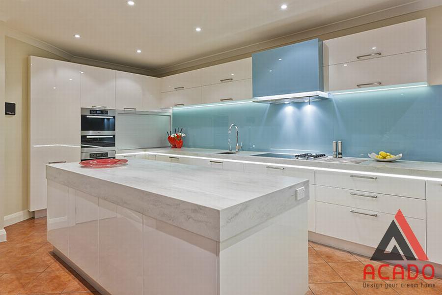 Màu xanh dượng nhạt rất nhẹ nhàng phù hợp với nhiều không gian bếp.