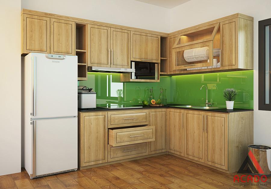 Tủ bếp gỗ sồi Nga hình chữ L được nhiều gia đình Việt lựa chọn.
