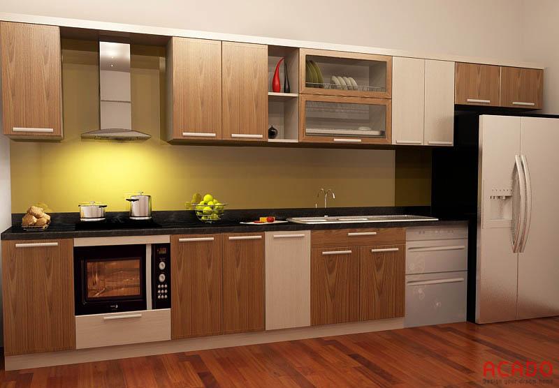 Mẫu tủ bếp kết hợp giữa vân gỗ và màu xen kẽ nhau.
