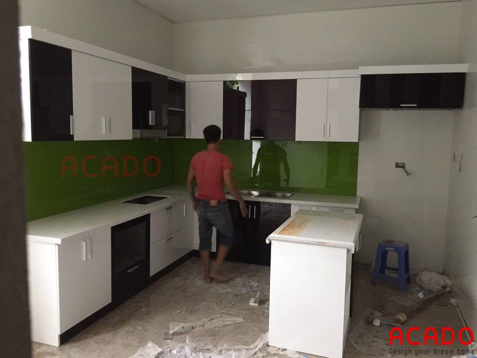 tủ bếp Acrylic kết hợp bàn đảo