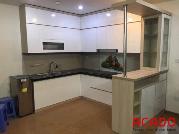 Tủ bếp Laminate hình chữ U cho căn bếp có diện tích rộng rãi