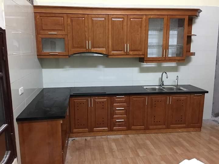 Tủ bếp gỗ xoan đào kết hợp tủ trên chữ I, tủ dưới chữ L.