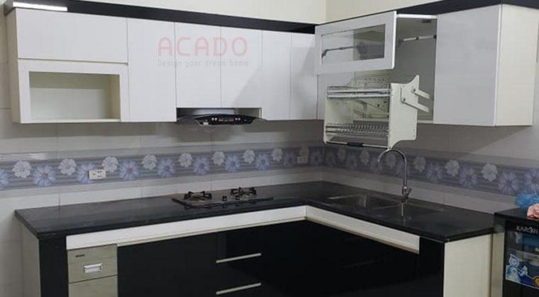 Tủ bếp Acrylic kết hợp đen trắng.