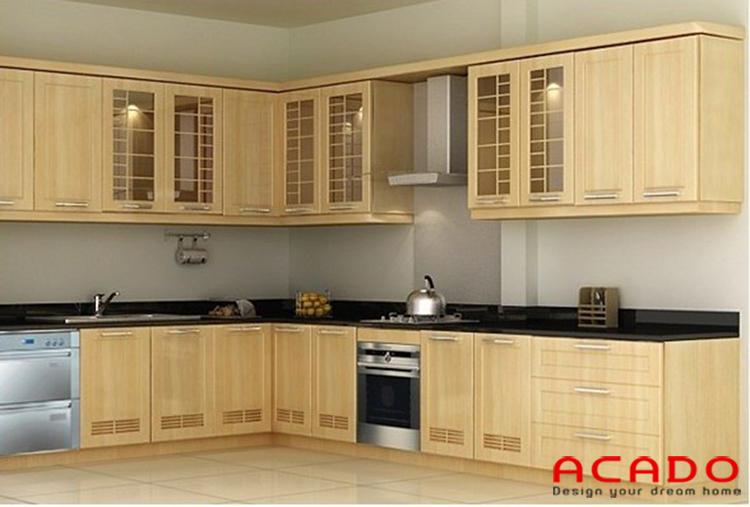 Tủ bếp bằng gỗ tần bì tận dụng không gian góc tạo được cảm giác rộng rãi cho căn bếp