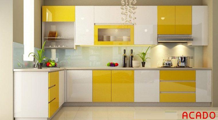 tủ bếp acrylic bóng gương màu vàng trắng