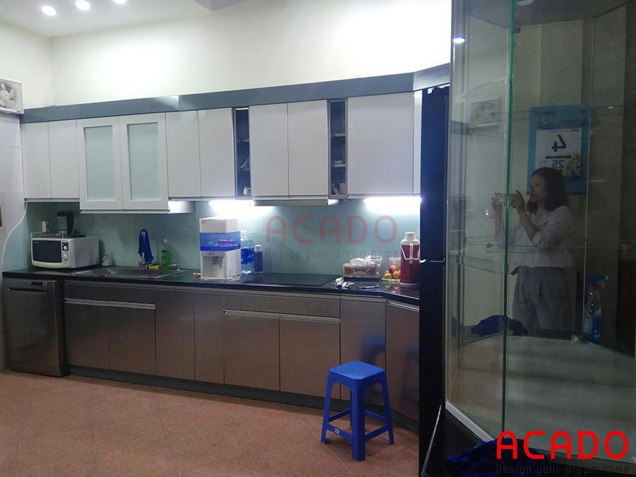 Công trình tủ bếp acado đã thực hiện tại Trương Định. Khung thùng tủ bằng inox 304