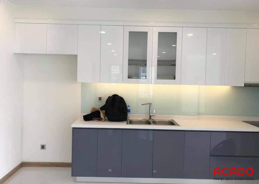 tủ bếp acrylic bóng gương đẹp màu sắc sang trọng