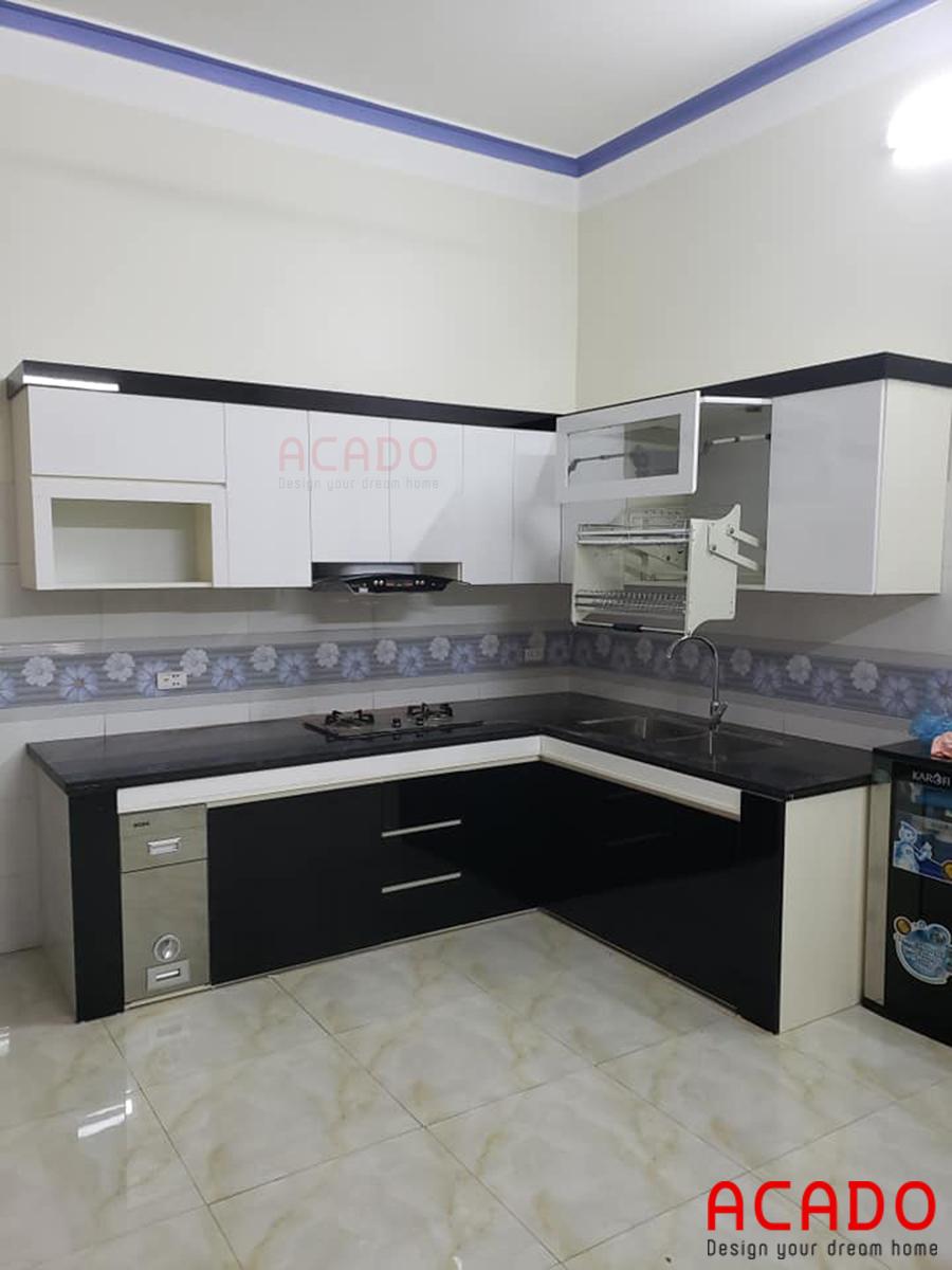 Tủ bếp Acrylic dễ vệ sinh sau khi sử dụng.
