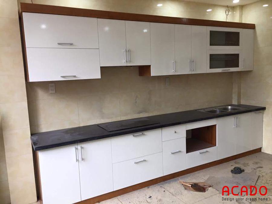 Tủ bếp gỗ Laminate màu trắng hiện đại và trẻ chung