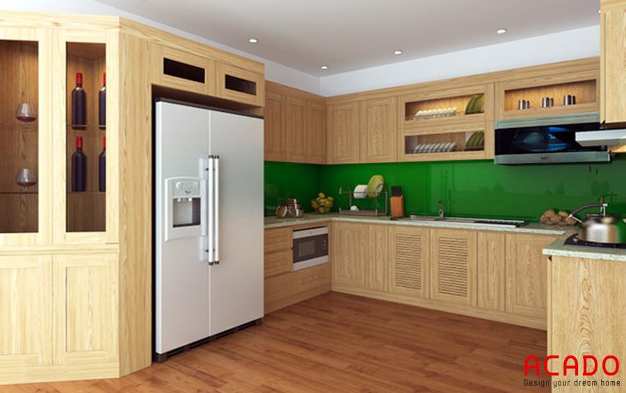 Mẫu tủ bếp gỗi sồi nga giá rẻ hình chữ U khá bắt mắt kết hợp thêm tủ rượu