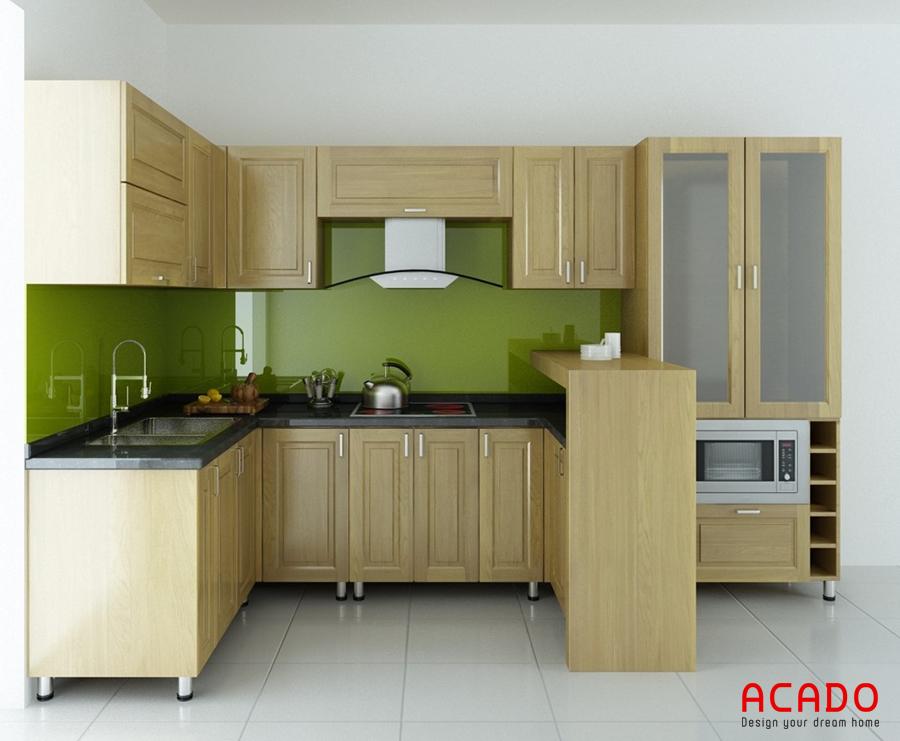 Tủ bếp inox cánh gỗ tự nhiên kết hợp với quầy bar ấn tượng