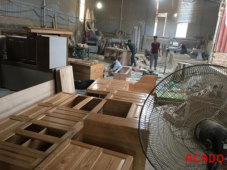 Khu vực thi công gỗ thịt tại xưởng sản xuất.