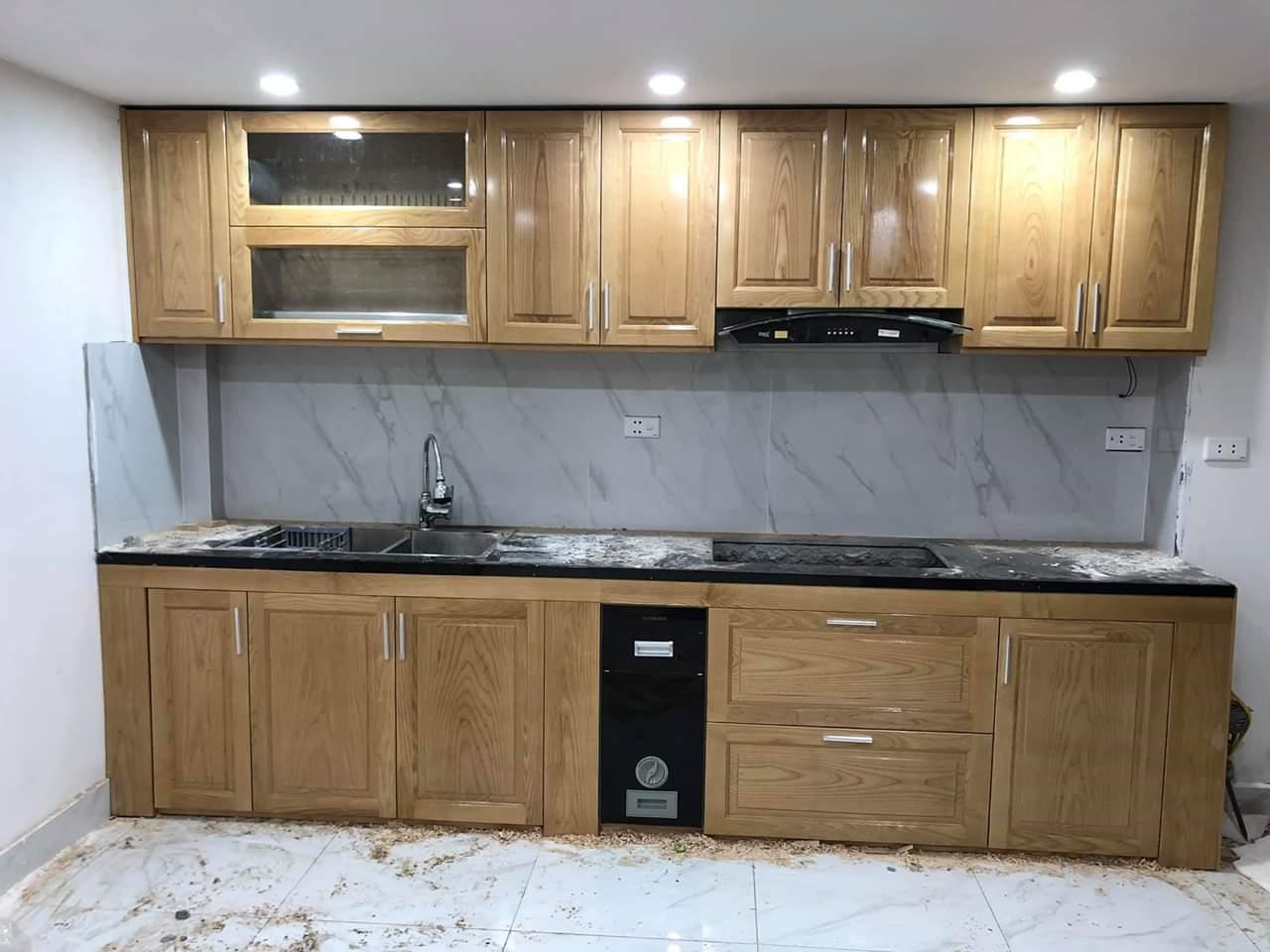Mẫu tủ bếp gỗ sồi chữ I thích hợp cho những căn bếp có không gian nhỏ.