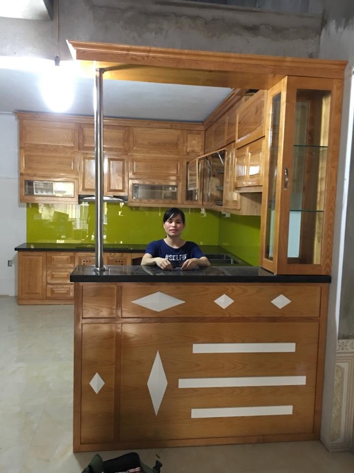 Công trình tủ bếp gỗ tự nhiên gia đình chị Hằng – Hưng Yên