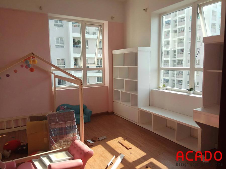 Với căn phòng chung cư có diện tích nhỏ thì hệ kệ bàn học giá sách liên hoàn chính là sự lựa chọn tuyệt vời