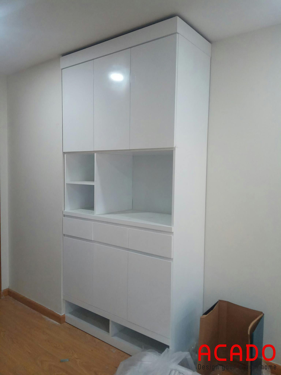 Vì căn hộ có diện tích khá khiêm tốn nên sử dụng tông màu trắng sẽ mang lại sự thoải mái và tạo cảm giác rộng rãi hơn