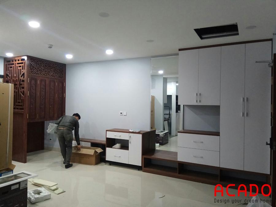 Hệ tủ liên hoàn gồm kệ tivi, tủ trang trí và tủ giầy khi hoàn thành