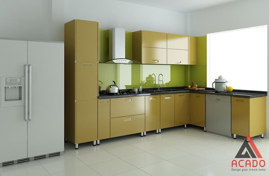 Tủ bếp chữ L thùng Inox cánh acrylic màu xanh úa cho căn bếp có diện tích nhỏ
