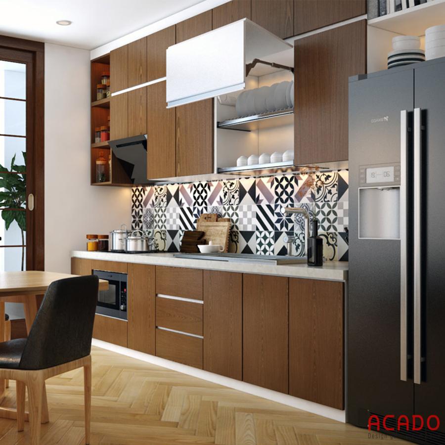 Mẫu tủ bếp Laminate màu vân gỗ đóng kịch trần tối ưu không gian sử dụng
