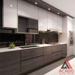 Tủ bếp Laminate vân gỗ kết hợp màu trắng sang trọng, thu hút