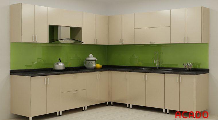 Thiết kế tủ bếp thùng inox, cánh gỗ công nghiệp mang lại không gian bếp hiện đại, trẻ trung