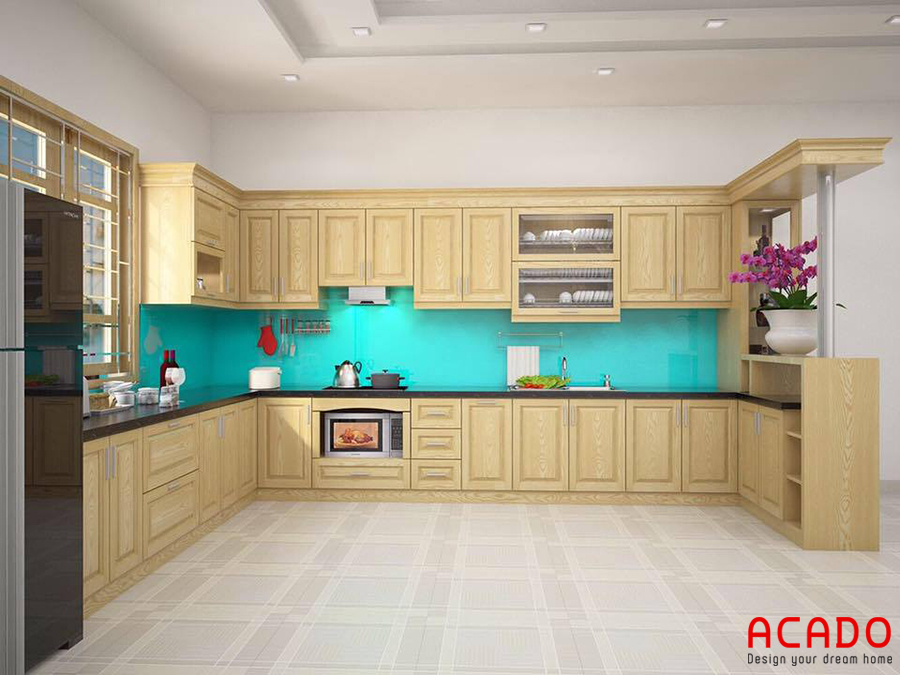 Mẫu tủ bếp kết hợp quầy bar được làm bằng gỗ sồi nga tự nhiên màu sắc vàng sáng trẻ trung, năng động