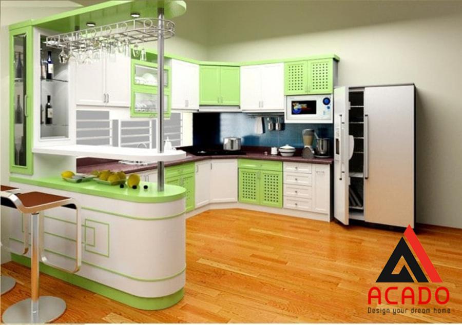 Tủ bếp có quầy bar sẽ giúp bạn nhâm nhi một ly rượu hay uống một cốc nước mát thật thoải mái