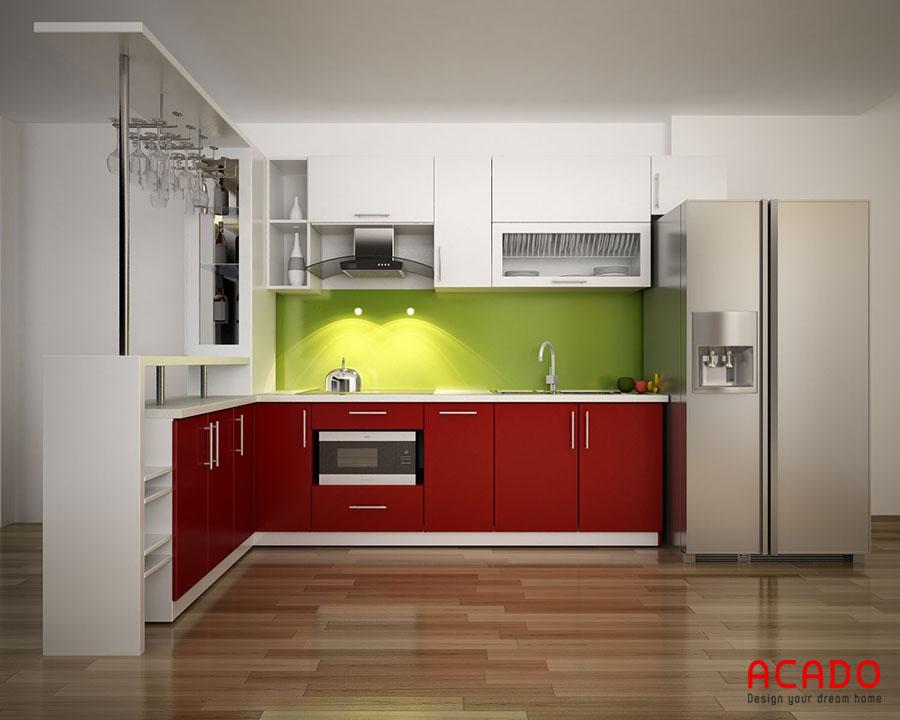 Quầy bar kết hợp với tủ bếp màu đỏ hiện đại, cá tính