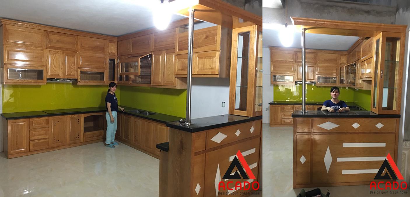 Tủ bếp gỗ sồi có quầy bar nhà anh chị Long Huệ do Acado thiết kế thi công