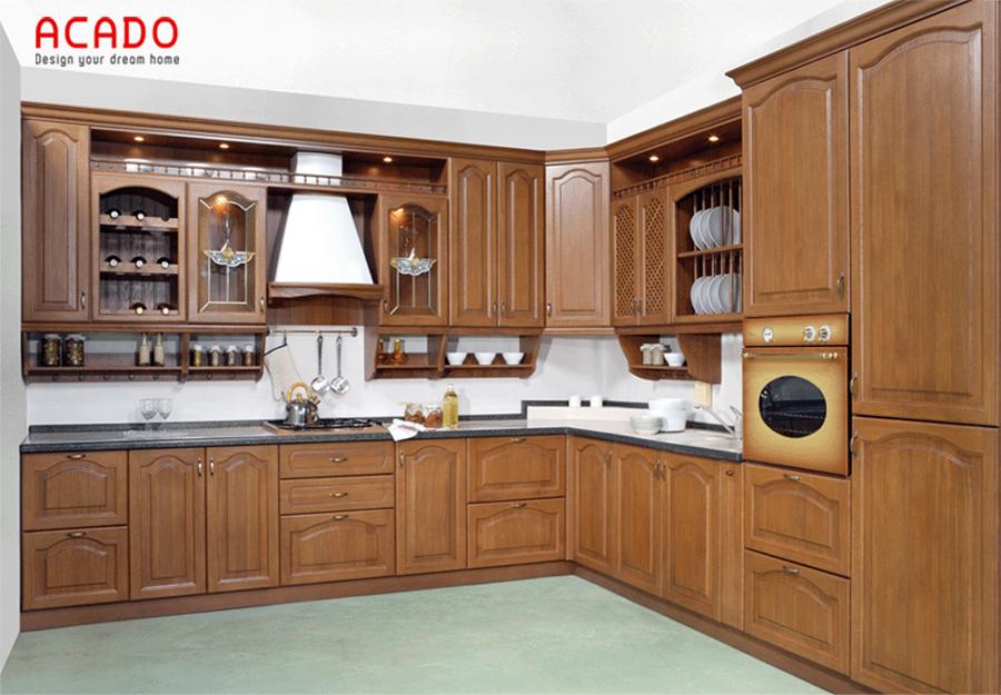 Mẫu tủ bếp gỗ tự nhiên mang phong cách cổ điển