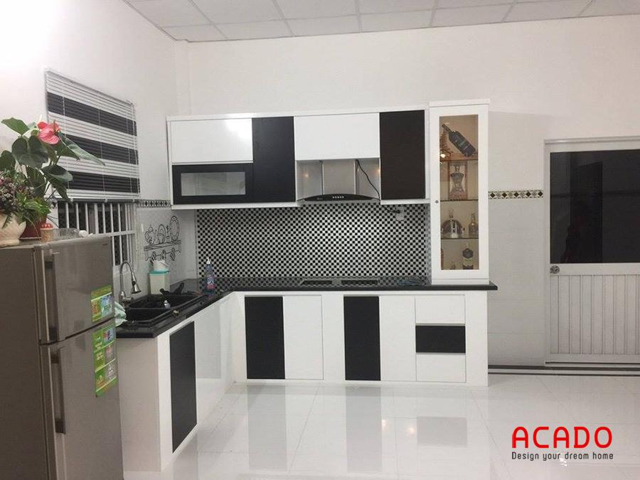 Tủ bếp gỗ công nghiệp màu trắng đen đơn giản và hiện đại