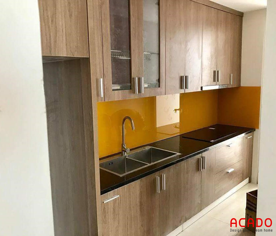Mẫu tủ bếp Melamine mini màu vân gỗ thích hợp với các căn hộ chung cư
