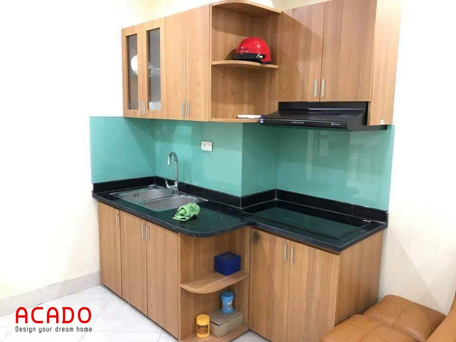 Mẫu tủ bếp Melamine mini màu vân gỗ thích hợp cho không gian bếp có diện tích nhỏ