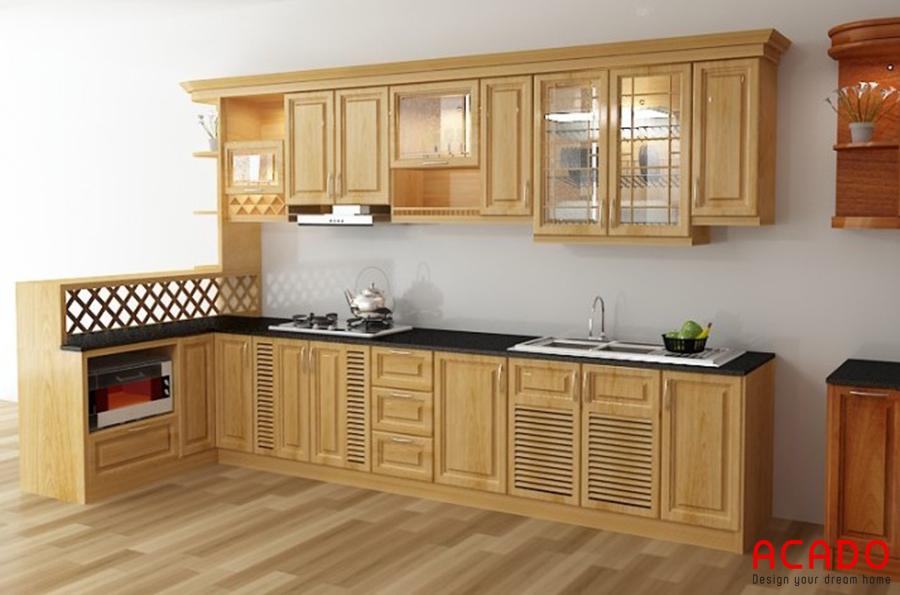 Tủ bếp gỗ sồi hình chữ L màu vàng nhạt đem đến không gian bếp vẻ đẹp mộc mạc và tiện nghi