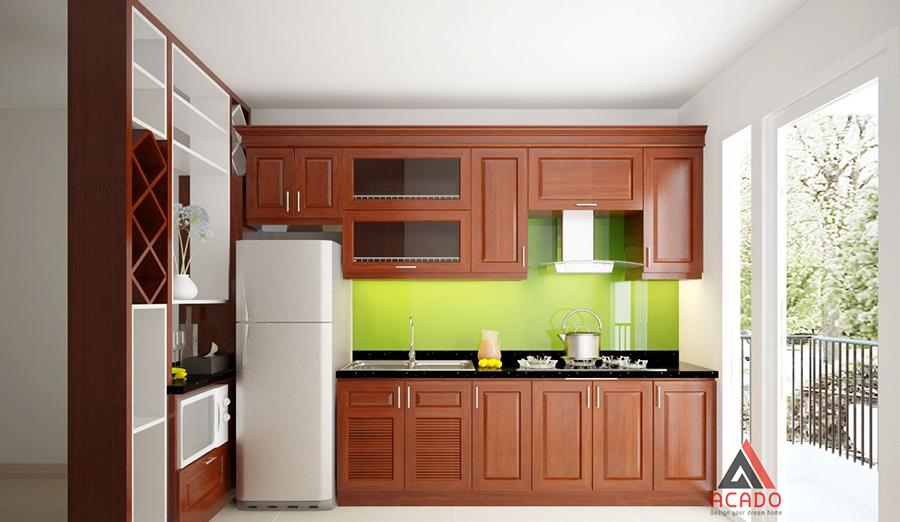 Tủ bếp hình chữ i làm từ gỗ xoan đào màu cánh dán với điểm nhấn là tâm kính ốp màu xanh