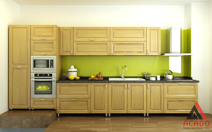 Tủ bếp hình chữ i với thùng inox cánh tủ gỗ sồi màu vàng nhạt đem lại không gian bếp sang trọng, tiện nghi
