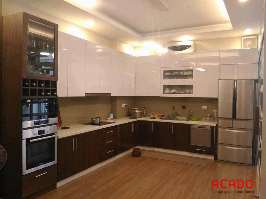 Nhà bếp sử dụng chất liệu Acrylic bóng gương mang đến không gian hiện đại, trẻ trung