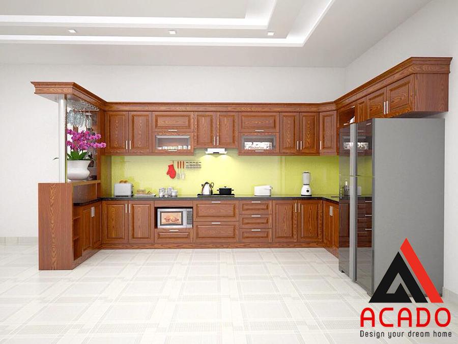 Mẫu tủ bếp gỗ xoan đào có quầy bar luôn đem lại cảm giác sang trọng và đẳng cấp