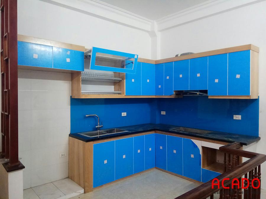 Thi công xong bộ tủ bếp thùng sồi cánh Acrylic cho gia đình anh Tiến ở Ngô Thì Nhậm