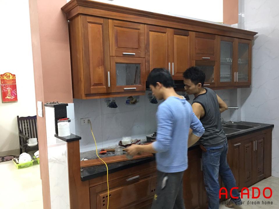 Thi công tủ bếp gỗ xoan đào chữ i nhà anh Thể tại Văn Khê