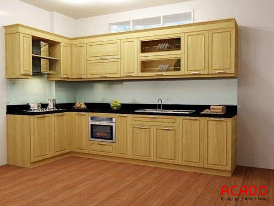 Màu vàng trẻ trung, hiện đại của gỗ sồi Nga được thể hiện trong mẫu tủ bếp này