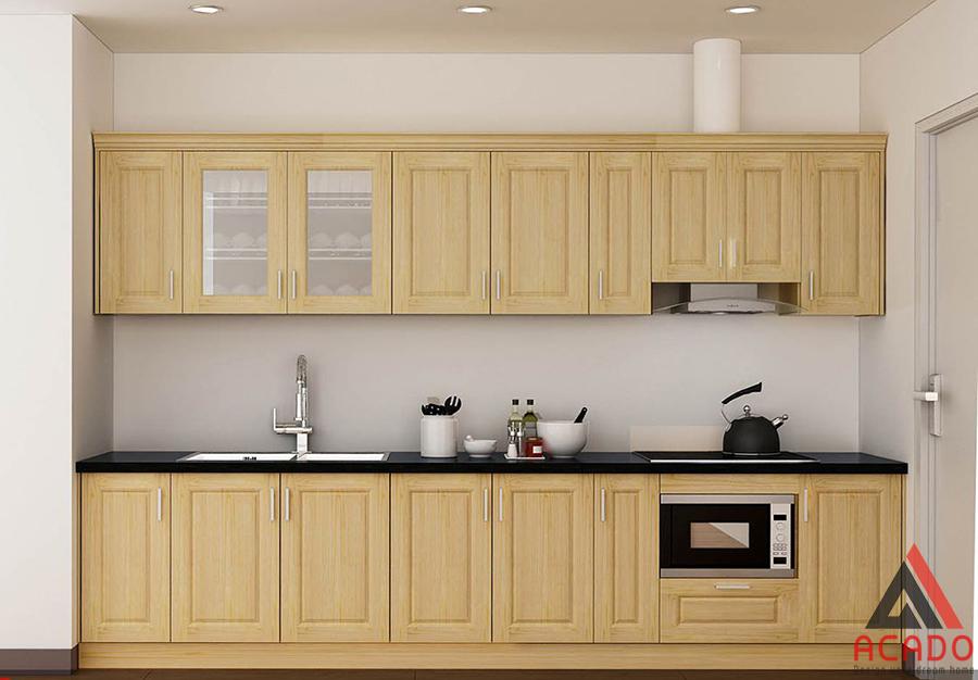 Mẫu tủ bếp gỗ tự nhiên đẹp bằng gỗ sồi Nga màu vàng sáng cho không gian trẻ trung và hiện đại