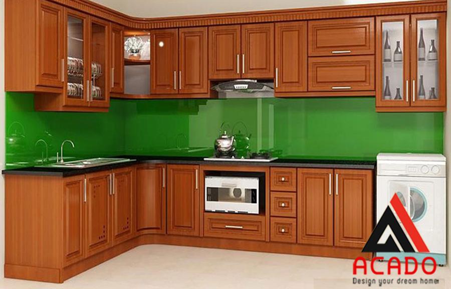 Tủ bếp gỗ Xoan Đào với màu cánh dán đặc trưng mang lại không gian bếp sang trọng, lịch lãm