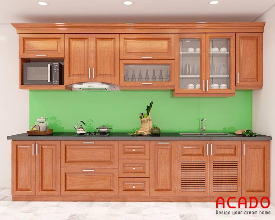 Tủ bếp gỗ sồi Mỹ với vân gỗ và màu sắc tự nhiên mang lại không gian bếp ấm cúng, hài hòa