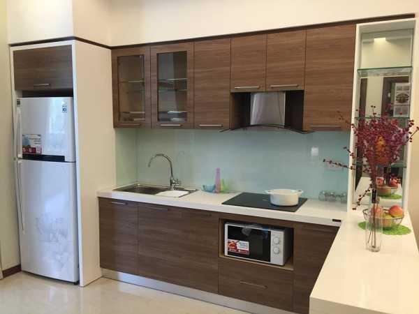 Mẫu tủ bếp Laminate màu vân gỗ sang trọng và đẳng cấp