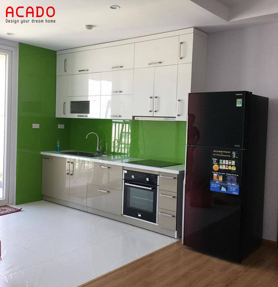 Mẫu tủ bếp Acrylic hình chữ i đóng kịch trần tăng khả năng chứa đồ dùng bếp