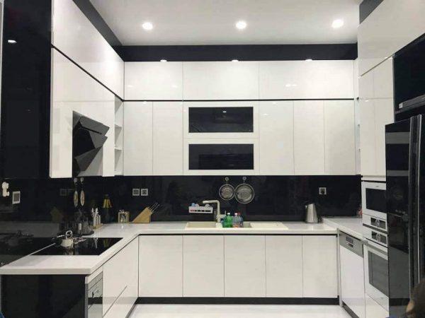 Mẫu tủ bếp Picomat cánh Acrylic hình chữ U đóng kịch trần tối ưu không gian sử dụng