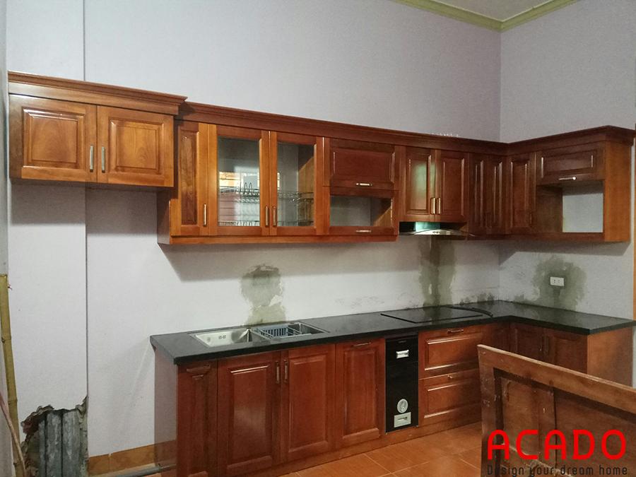 Tủ bếp gỗ xoan đào nhà anh Bình-Thanh Oai khi thi công xong